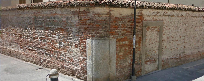 Un muro della chiesa a gorgonzola