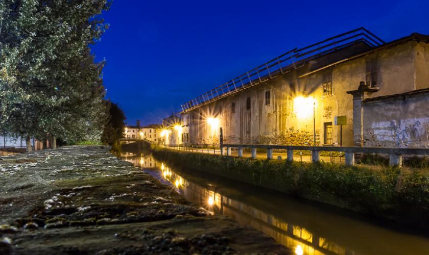 L'acqua nella notte - Foto di Silvano Valcamonico